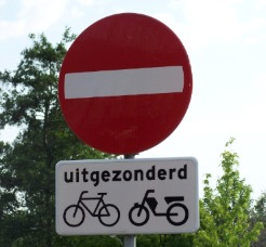 Traffic signs specific to cyclists